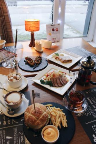 Лучшие-кафе-Красносельский-район-e1483973342692